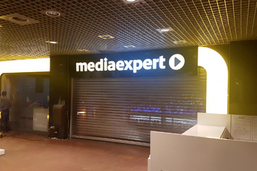 Oznakowanie zewnętrzne i portal wejściowy – Media Expert Galeria Sfera Bielsko Biała