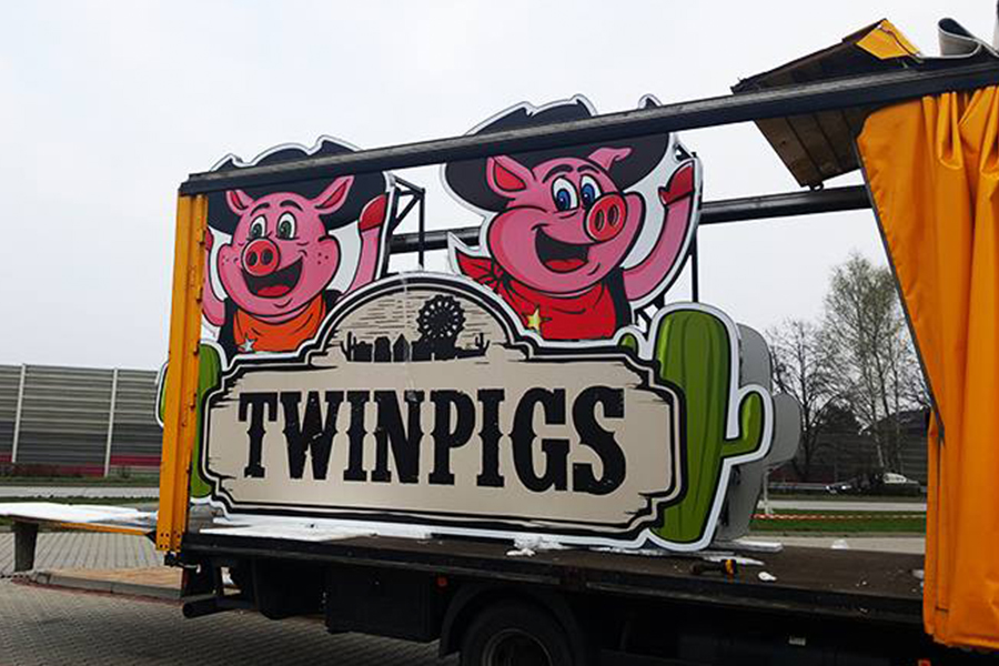 Totem – Twin Pigs Żory