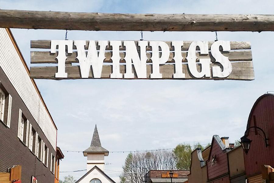 TwinPigs-Zory
