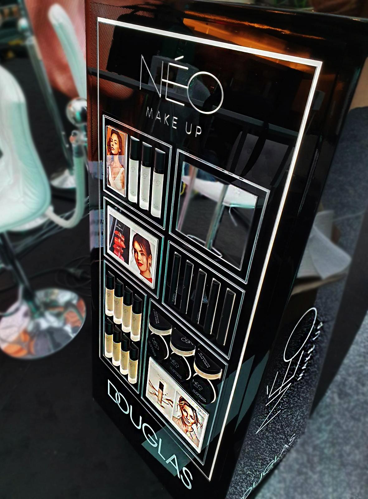 Ekspozytor na kosmetyki dla marki Neo Make Up – Drogeria Douglas